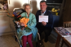 Wir gratulieren Frau Emich zum 90. Geburtstag.