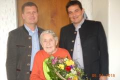 Wir gratulieren Frau Rosa Unger zum 90. Geburtstag.